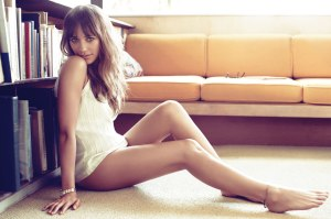 rashida-jones-hot-1141x960